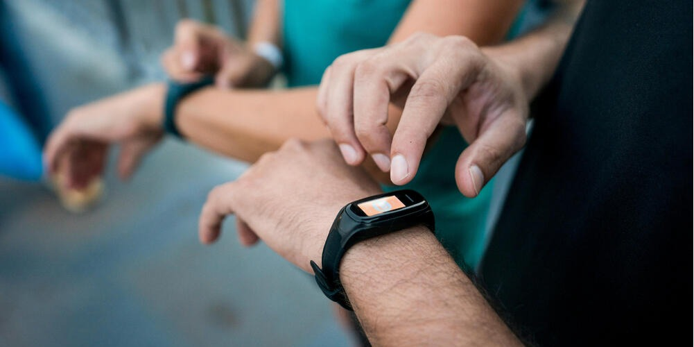 Using Activity Trackers To Stick To Fitness Goals