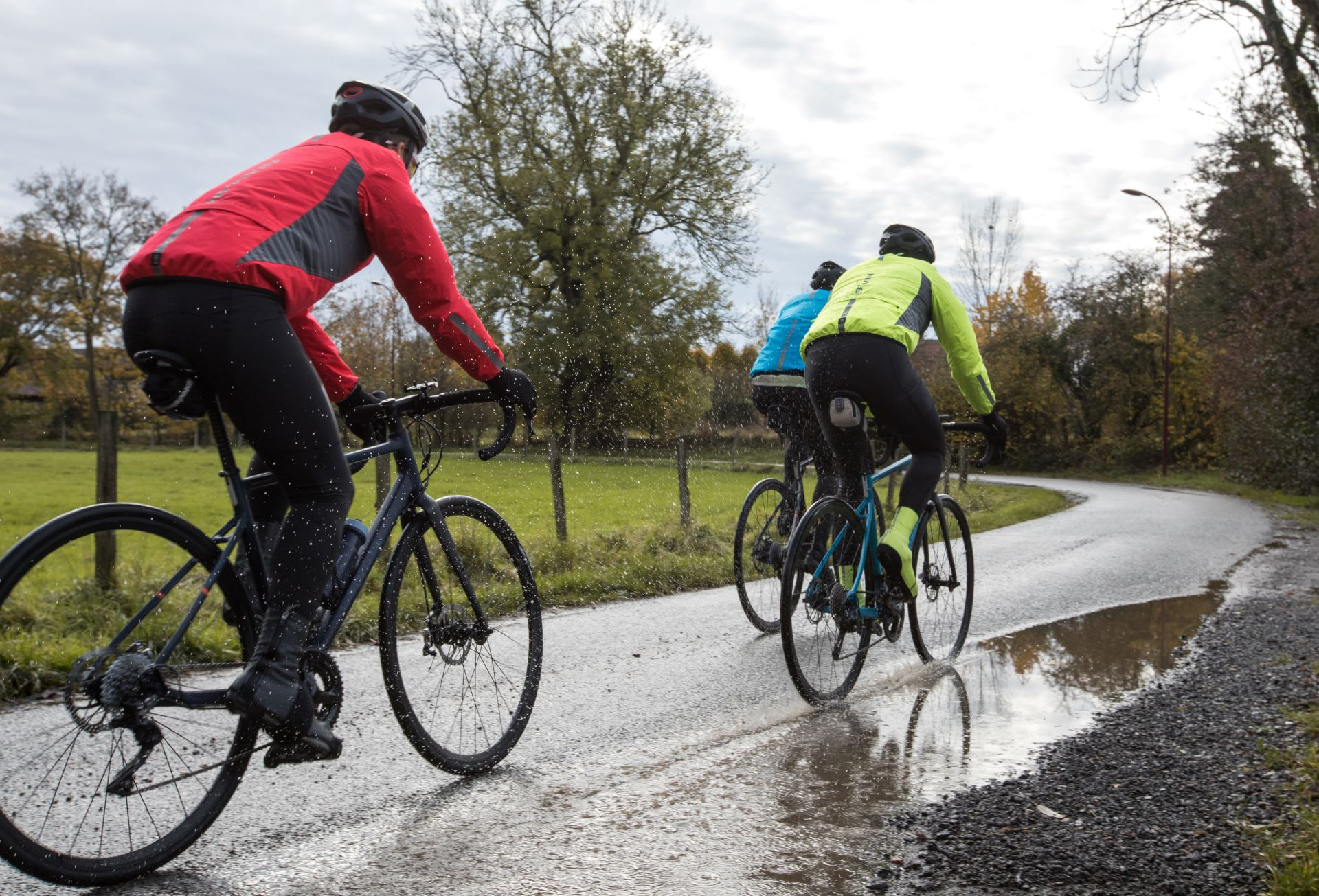 How To Stay Dry When Cycling?